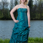 prom photography ideas single girl outdoors at park
